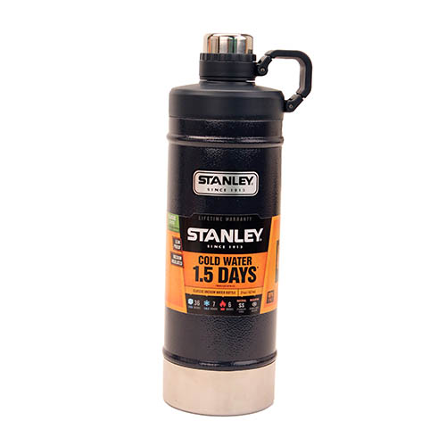 Stanley Classic Vacuum Water Bottle 21oz Navy 10-01620-002